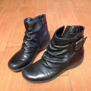 Clarks Everlay Mandy Booties size 9